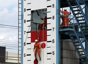 消防隊の救助訓練の写真素材 [FYI00271378]