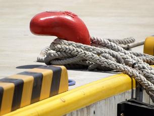 船の繋留用ロープの写真素材 [FYI00271389]