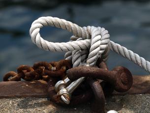 船の繋留用ロープと金具の写真素材 [FYI00271391]