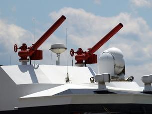消防艇と赤い放水銃の写真素材 [FYI00271393]