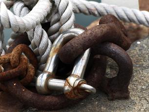 船の繋留用ロープと金具の写真素材 [FYI00271394]