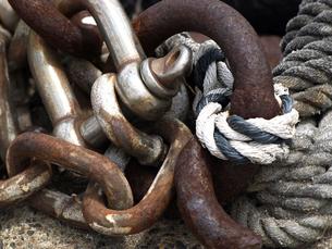 船の繋留用ロープと金具の写真素材 [FYI00271399]