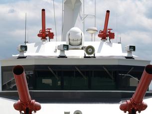 消防艇と赤い放水銃の写真素材 [FYI00271409]