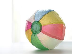 窓辺の紙風船の素材 [FYI00271448]