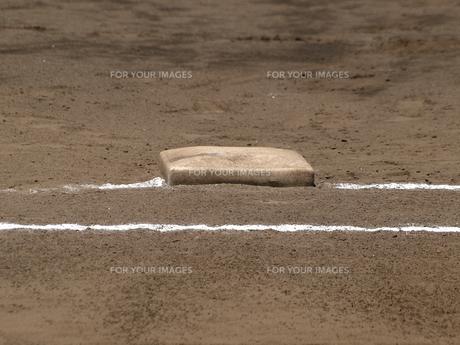 野球の一塁ベースの素材 [FYI00271523]