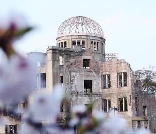 春の原爆ドームの写真素材 [FYI00271536]
