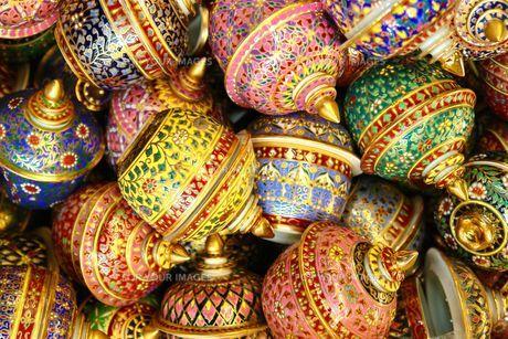 タイのカラフルな陶器の写真素材 [FYI00271578]