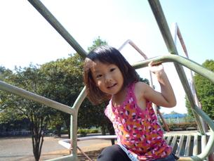 笑顔の女の子の素材 [FYI00271629]