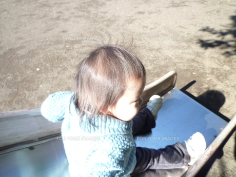 滑り台の子供の写真素材 [FYI00271643]
