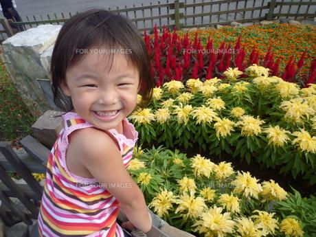 笑顔の女の子の素材 [FYI00271659]