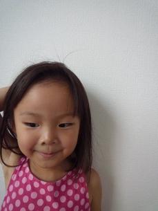 笑顔の女の子の素材 [FYI00271665]