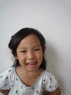 笑顔の女の子の素材 [FYI00271667]