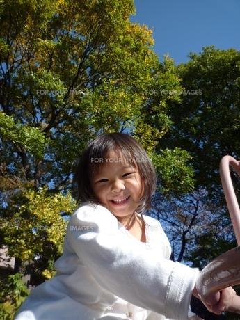 笑顔の女の子の素材 [FYI00271670]