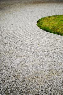 枯山水の石庭の素材 [FYI00271682]