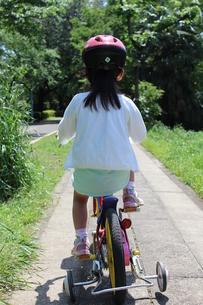 自転車に乗る女の子の素材 [FYI00271703]