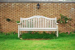 白いベンチの写真素材 [FYI00271822]