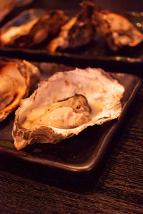 焼き牡蠣の写真素材 [FYI00271957]
