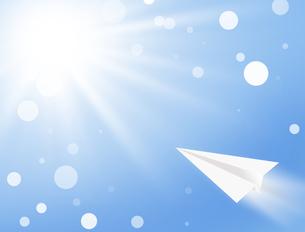 青空と紙飛行機の写真素材 [FYI00273768]
