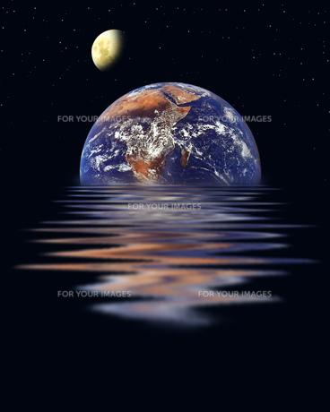地球と月の写真素材 [FYI00276291]