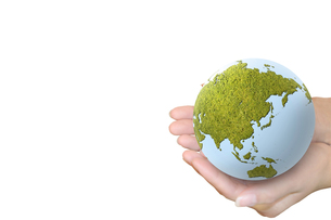 エコ地球と掲げるの写真素材 [FYI00277328]