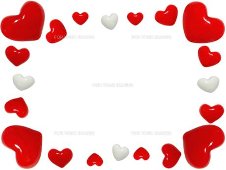 赤いハートと白いハートのフレームの写真素材 [FYI00277833]