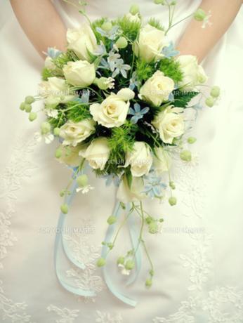 手袋をしていない花嫁の手元の写真素材 [FYI00277861]