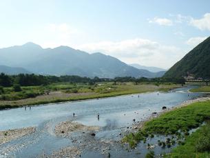 釣人のいる千曲川の写真素材 [FYI00277868]