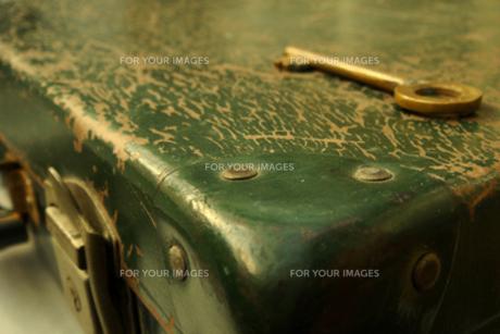 古いトランクと鍵の素材 [FYI00277911]