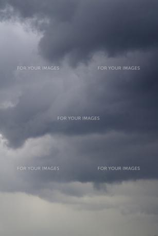 重なる雨雲の写真素材 [FYI00278142]