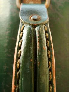 古いトランクの持ち手 の写真素材 [FYI00278210]