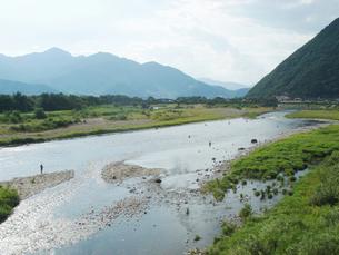 千曲川とあゆ釣りの人々の写真素材 [FYI00278223]