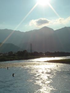 真夏の日射しと釣り人の写真素材 [FYI00278332]
