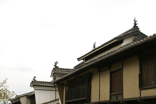 気抜きのある屋根と卯立の素材 [FYI00278380]