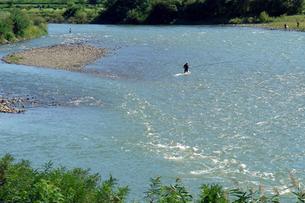 釣人のいる千曲川の写真素材 [FYI00278384]