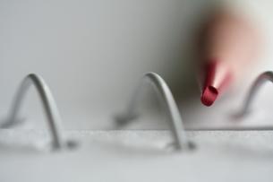 スケッチブックと色鉛筆の写真素材 [FYI00278513]