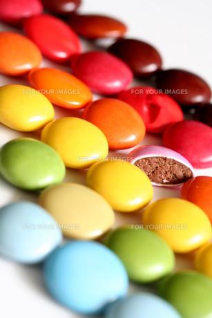 ボタンとチョコレートの写真素材 [FYI00278516]