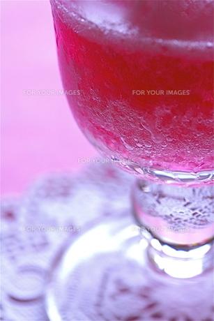ルビー色の飲み物の写真素材 [FYI00278569]