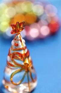 オレンジのガラスのクリスマスツリーの素材 [FYI00278583]