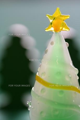 緑と白のガラスのツリーの素材 [FYI00278588]