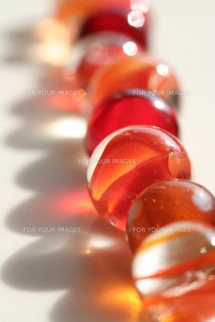 オレンジ色のビー玉(3)の素材 [FYI00278600]