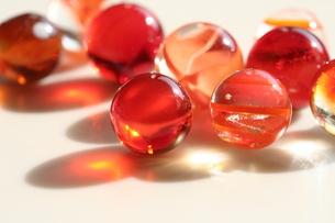 オレンジ色のビー玉(1)の素材 [FYI00278616]
