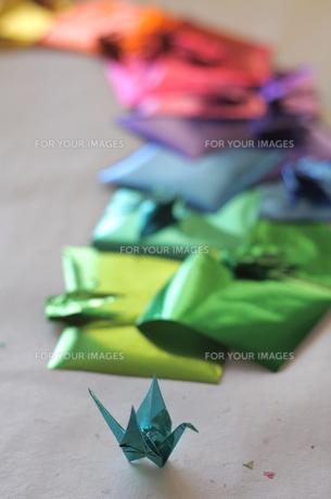 ホイルカラーの折り鶴の素材 [FYI00278620]