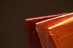 三枚のチョコレート(右)の写真素材 [FYI00278684]