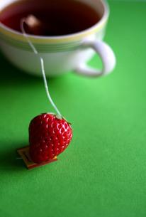 紅茶とイチゴの写真素材 [FYI00278691]