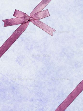 ピンクのリボンのメッセージカードの素材 [FYI00279506]