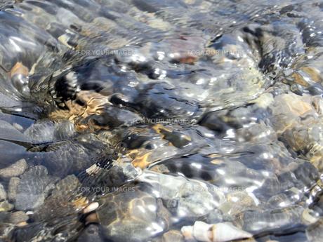 透明な水の流れの素材 [FYI00279551]