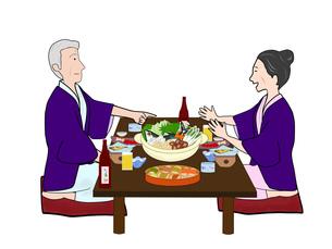 浴衣姿の夫婦で鍋物の写真素材 [FYI00280389]