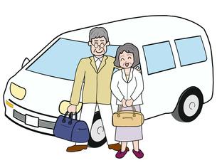 シニア夫婦のドライブ旅行の写真素材 [FYI00280668]