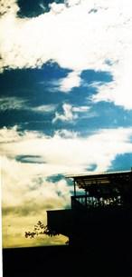 天空とおうちの写真素材 [FYI00280718]