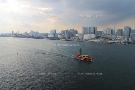 レインボーブリッジからの東京湾の眺めの素材 [FYI00280794]